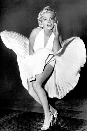 http://musetracks.files.wordpress.com/2009/07/monroe-marilyn-the-legend-4800018.jpg