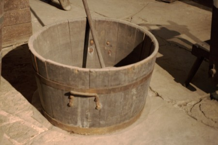 A+wooden+tub+_2a42ecbce969e7c71e558e7e47d71c59