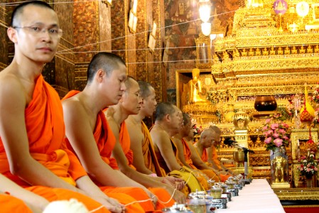 thai-monks-wat-pho-bangkok